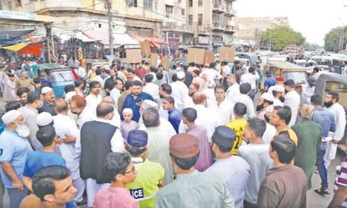 Karachi traders set up protest camp against 'discrimination' in lockdowns