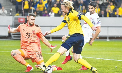 Italy held to draw, Sweden beat Spain in World Cup qualifying