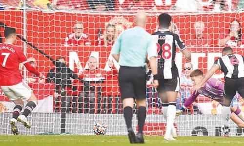 Ronaldo returns for United in style, Arsenal ease Arteta pressure