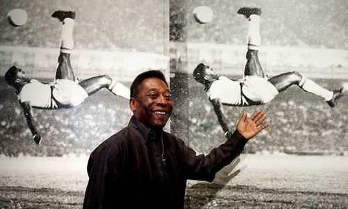 Pele remains in ICU after surgery