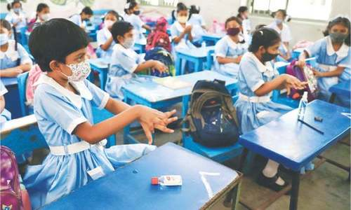 بنگلہ دیش میں اسکول 18 ماہ کی بندش کے بعد کھل گئے