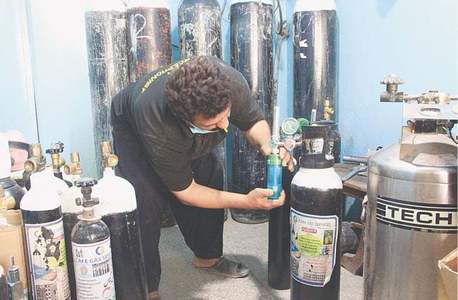 Liquid oxygen cylinders' prices shoot up amid shortage in Sindh