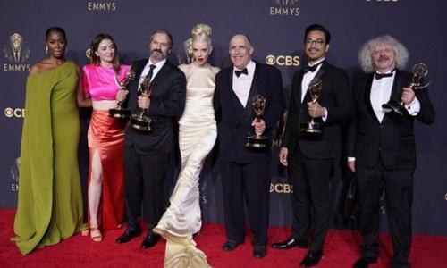نیٹ فلیکس نے 44 ایوارڈز کے ساتھ ایمی ایوارڈز کا میلہ لوٹ لیا