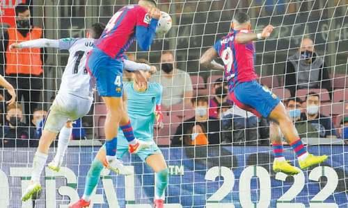 Barca scrape late draw with winless Granada