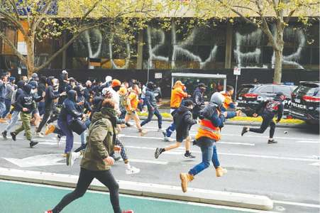 Violence erupts in Melbourne during protest against vaccine