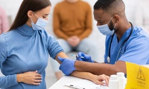 کووڈ 19 سے بچاؤ کیلئے حاملہ خواتین کی ویکسینیشن کا ایک اور فائدہ سامنے آگیا