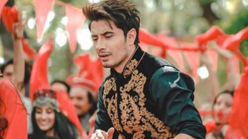 Ali Zafar's Pashto song 'Larsha Pekhawar' trends number 1 on YouTube