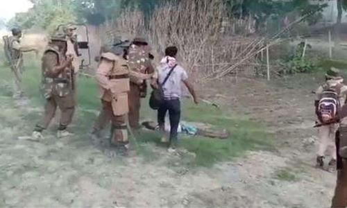 بھارت: آسام میں پولیس اور صحافی کا ایک شخص پر تشدد کی ویڈیوز پر غم و غصہ