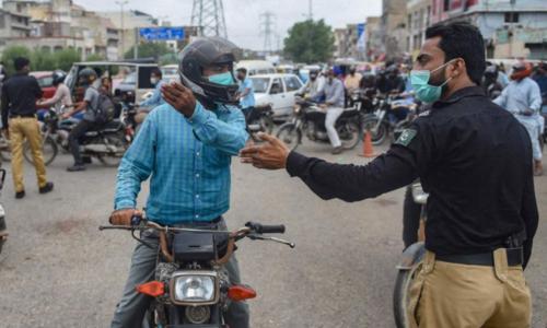 کراچی: ویکسینیشن نہ لگوانے والوں کیخلاف کارروائی شروع، سرٹیفکیٹ نہ ہونے پر 33افراد گرفتار