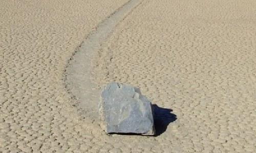 دنیا کا وہ انوکھا مقام جہاں پتھر 'چلتے' ہیں