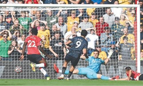 Jimenez strikes on return as Wolves extend Saints' misery