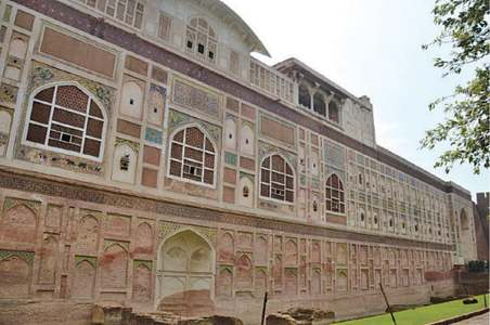 Conservation to reinvigorate Lahore Fort's mural