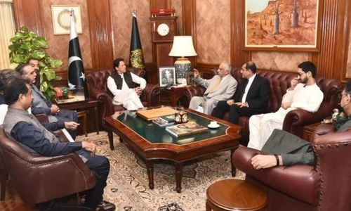PM assures nationalists of Centre's role in resolving crisis in rural Sindh