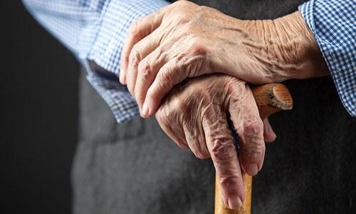 کیا ہمیں بوڑھوں کے لیے مخصوص گھر بنانے چاہئیں؟