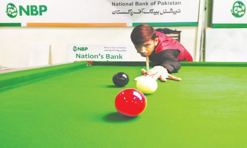 Top seed Asif leads seven cueists into last 16
