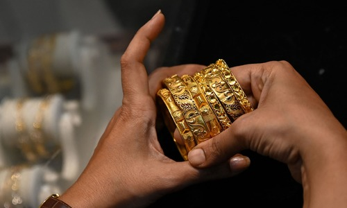 Desperate Indians sell family gold to survive Covid cash crunch