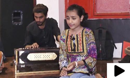 11 سالہ بچی کی خوبصورت آواز سننے والوں پر سحر طاری کردے