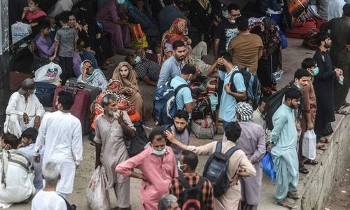 Pakistan reports less than 1,000 cases for third straight day