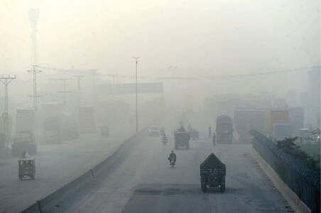 Multiple factors behind early onset of smog in Punjab