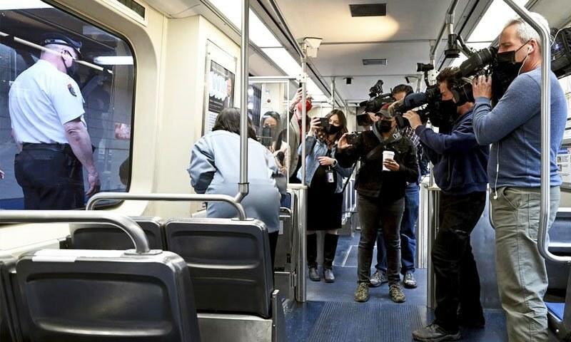 امریکا: چلتی ٹرین میں خاتون کا ریپ، 'دیگر مسافر موبائل استعمال کرتے رہے'