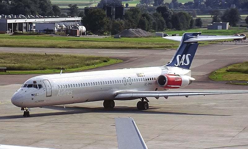 No major injuries after plane runs off Texas runway, burns