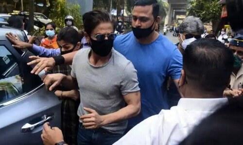 شاہ رخ خان کی جیل میں بیٹے آریان سے ملاقات