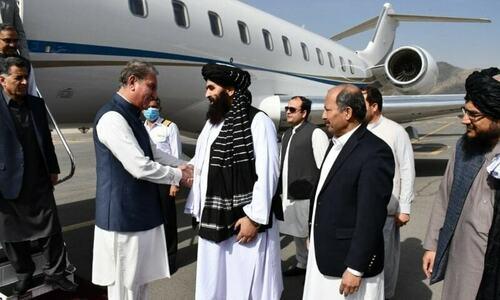وزیر خارجہ شاہ محمود قریشی 'اعلیٰ سطح کی بات چیت' کیلئے کابل پہنچ گئے