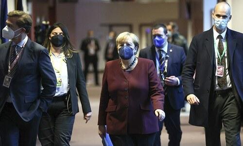 Merkel gets standing ovation at her last EU summit