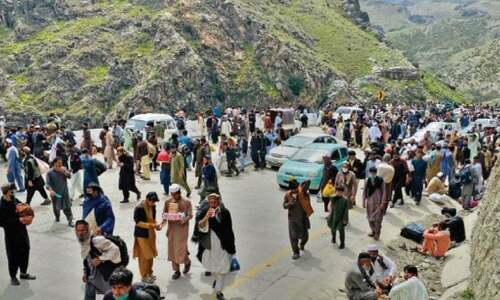 Afghans throng Torkham to enter Pakistan