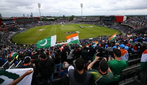 Fans pray for 'peace' ahead of Pakistan-India clash
