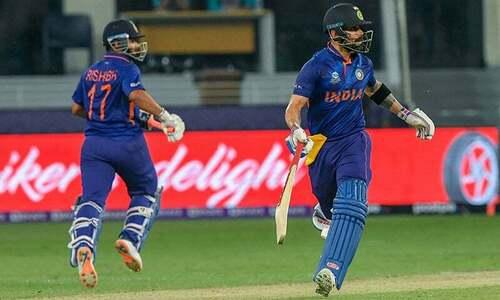 India eye late fireworks as final quarter of innings begins