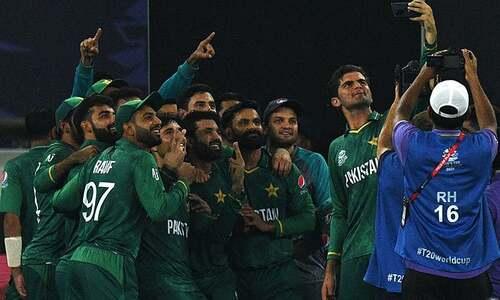 پاکستان کی بھارت سے تاریخی فتح، ٹیم! 'قوم کو آپ پر فخر ہے'