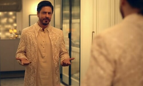 دیوالی کا اشتہار: پاکستانی ڈیزائنر کے تیار کردہ شاہ رخ خان کے لباس کے چرچے
