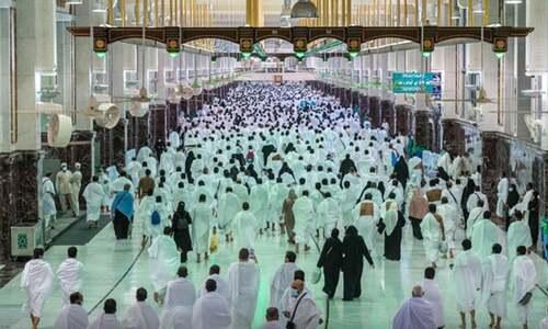 سعودی عرب نے عمرہ کے لیے 14 روز کا انتظار ختم کردیا