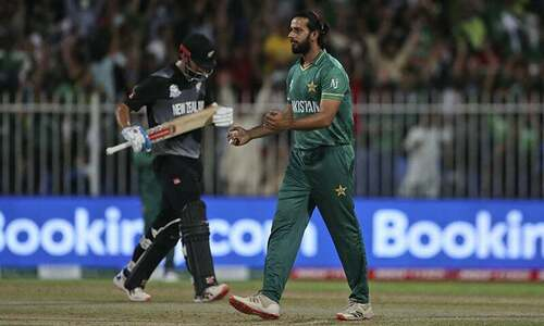 Pak vs NZ: Williamson survives lbw appeal after successful review, hits 4 the next ball