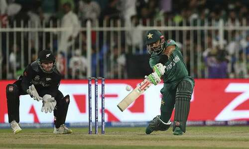 Pak vs NZ: Fakhar out lbw as run chase wobbled yet again