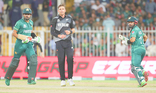 ٹی20 ورلڈ کپ: نیوزی لینڈ کیخلاف پاکستان کو پہلا نقصان، بابر اعظم آؤٹ