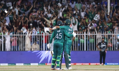 Pakistan find a new hero in Asif, rediscover an old one in Malik to down NZ in nervy run chase
