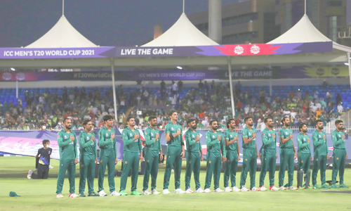 تصاویر: شارجہ میں سنسنی خیز مقابلے کے بعد پاکستان کامیاب