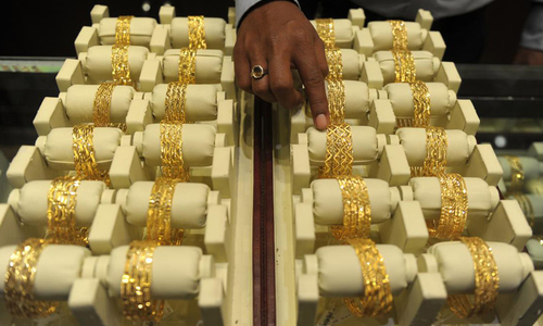 One tola gold price touches Rs132,000