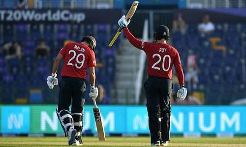ٹی ٹوئنٹی ورلڈ کپ: انگلینڈ نے بنگلہ دیش کو 8 وکٹوں سے شکست دے دی