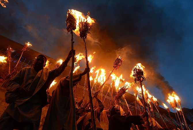 Kashmiri Muslims hold torches aloft during the annual Aishmuqaam festival at the shrine of Sufi saint Zain-ud-din Wali in Aishmuqaam, some 75 kms (47 miles) south of Srinagar, on April 24, 2013. The farming community in Kashmir celebrates the 'festival of lights', carrying torches and offering prayers, marking the end of winter and the beginning of the agricultural season. — AFP Photo