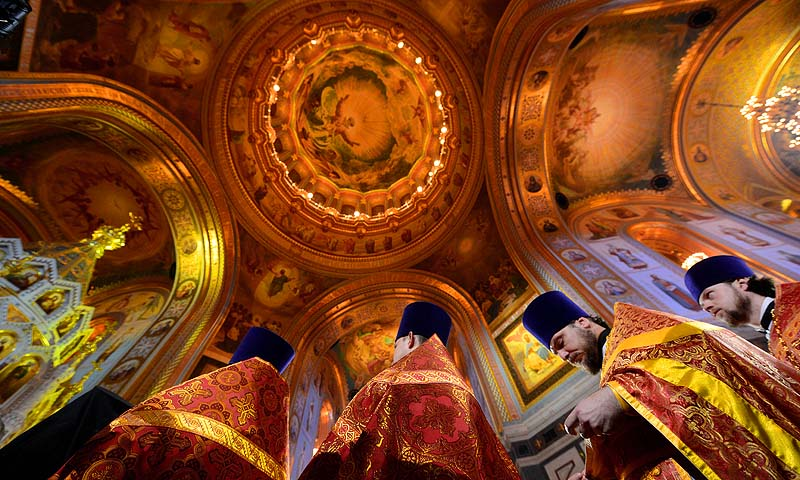 Russian Orthodox priests celebrate Easter at the Christ the Savior Cathedral in Moscow.—Photo by AFP