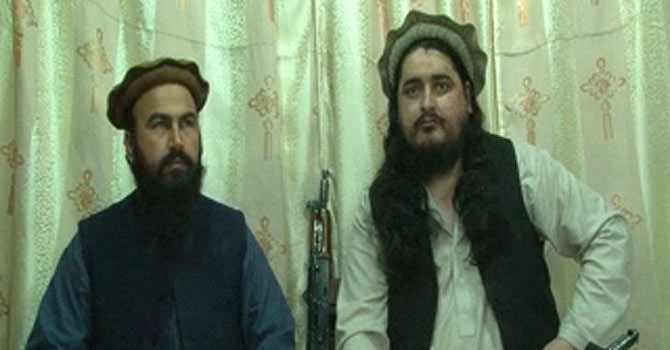TTP chief Hakimullah Mehsud (R)— File Photo