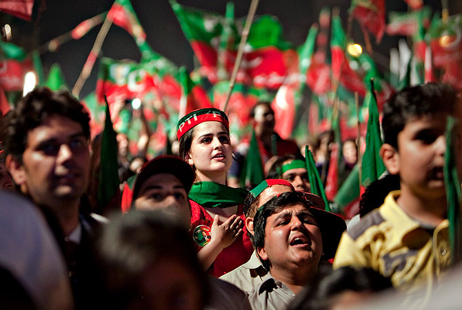 Supporters of Pakistan Tehreek-e-Insaf or Moment for Justice Party sing national anthem during an election campaign rally in Islamabad, Pakistan, Thursday, May 9, 2013. — AP Photo
