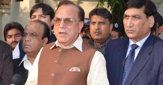 Manzoor Ahmed Wattoo talking to media persons. — Photo by INP/File