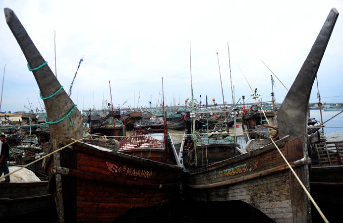 Fishing boats are tied up in the harbour of Chittagong during preparations for the expected arrival of Cyclone Mahasen. —AFP Photo