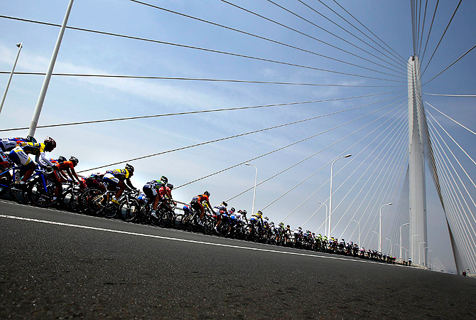Participants compete at the Chongming Island Women's Tour, part of the 2013 UCI Women's Road World Cup, in Chongming Island, Shanghai province May 12, 2013. — Reuters Phot