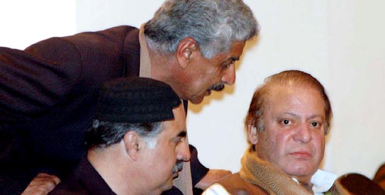 Nawaz Sharif exchanging views with Sanaullah Zehri during a press conference.— File Photo by APP.