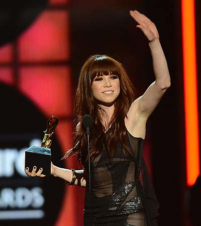 "Singer Carly Rae Jepsen accepts the award for ""Top Digital Song"" onstage during the 2013 Billboard Music Awards at the MGM Grand Garden Arena in Las Vegas, Nevada.—Photo by AFP"